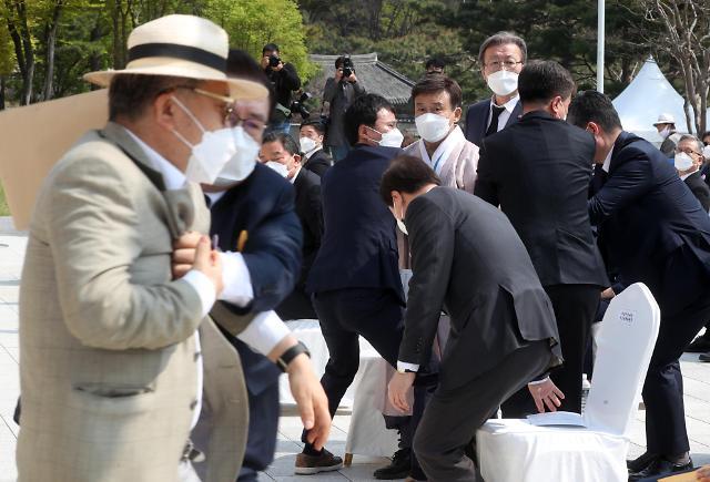 [포토] 김원웅 광복회장 멱살 잡은 독립지사 유족인 김임용씨