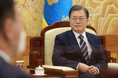 President Moon welcomes last-minute compromise between S. Korean battery makers