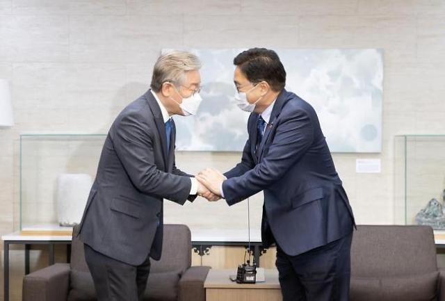민주당 당권 주자 우원식·홍영표, 잇따라 이재명 찾아 구애 작전 펼쳐