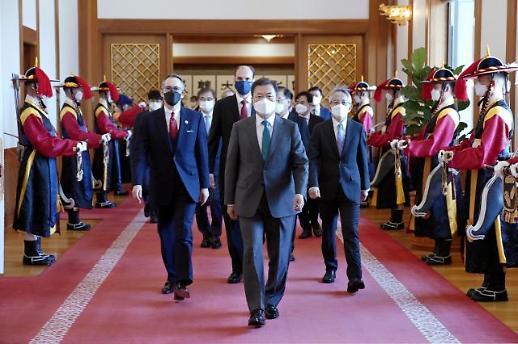 文在寅:韩日互为重要伙伴 可合力解决难题