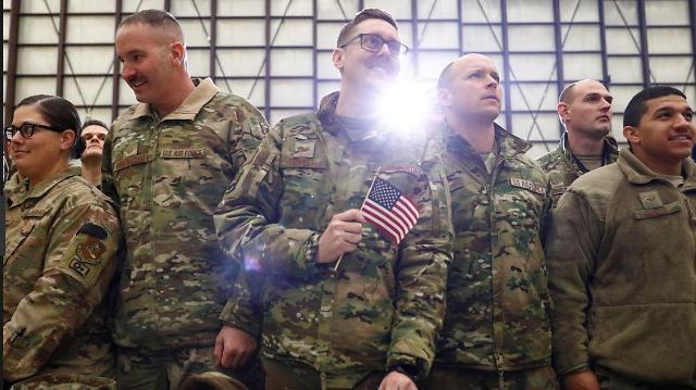 """바이든·나토, 철군 공식발표 """"아프간 전쟁 끝 보여""""…테러단체 재건 우려도"""