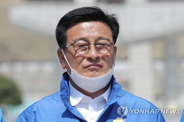 윤재갑, 5촌 조카 비서 채용 논란...몰랐다. 오늘 중으로 사직서 받겠다