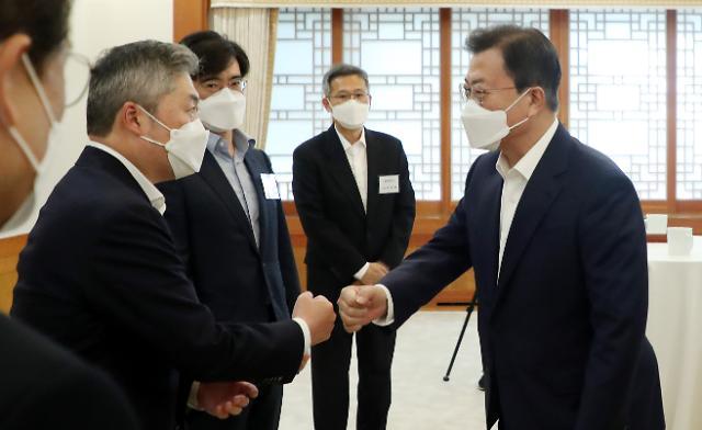 글로벌 반도체 패권 경쟁 속 '자강론' 강조한 文