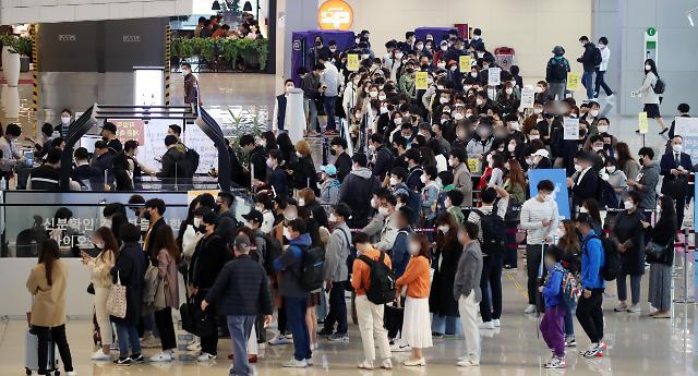 [포토] 여행 인파로 붐비는 김포공항 국내선 수속장