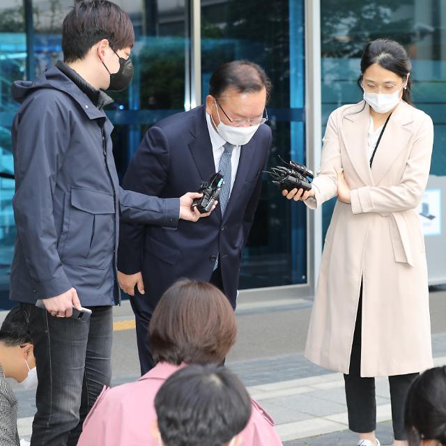 [종합] 하루에 총리·장관·참모진까지 '원샷 인사'…文 지지율 30% 최저치