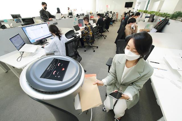 KT, AI 로봇 우편배송 서비스…알아서 척척