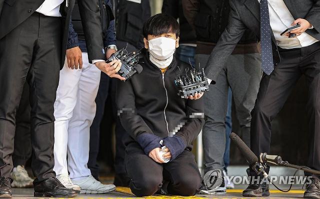"""형사에 팔 놔달라고 한후 무릎 꿇은 김태현...전문가 """"가장 위험한 범죄자"""""""