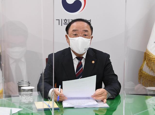 교체 거론 홍남기, 총리 대행으로… 5월 교체설에 무게