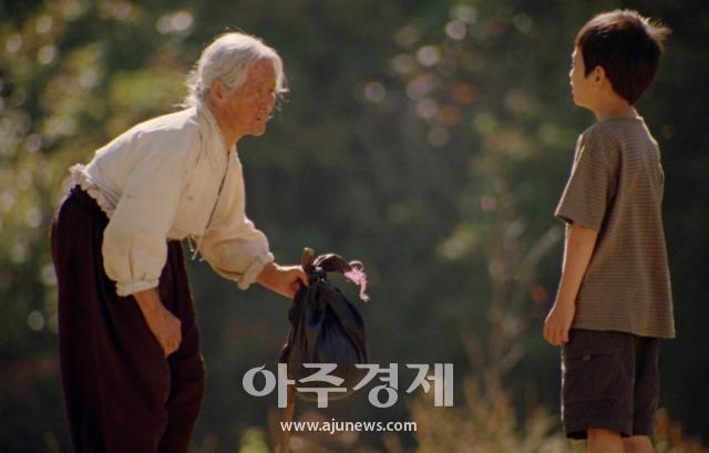 """영화 집으로 김을분 할머니 별세…이정향 감독 """"영상통화가 마지막 인사 될 줄은"""" 울먹"""