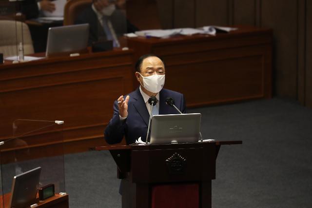 """홍남기 """"모더나 백신 2000만명분, 상반기엔 못 들어온다"""""""