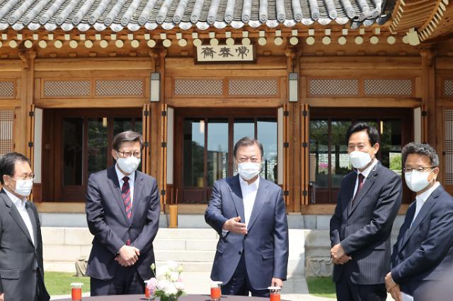 문 대통령, 이명박·박근혜 사면 건의에 국민 공감대·통합 도움돼야