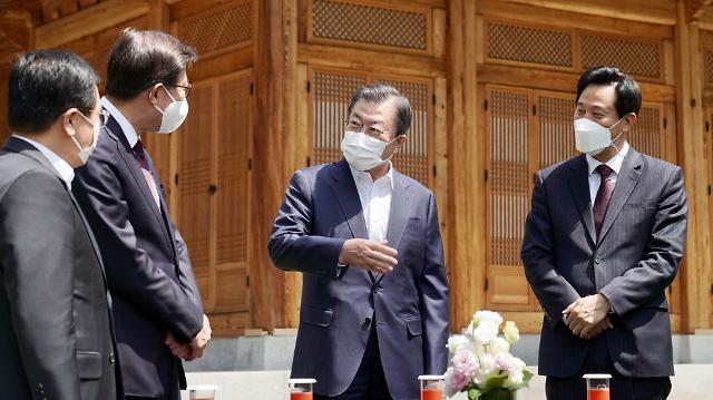 [종합] 오세훈·박형준 초청한 文, 협치 시동 걸었으나…사면 등 각론서 이견