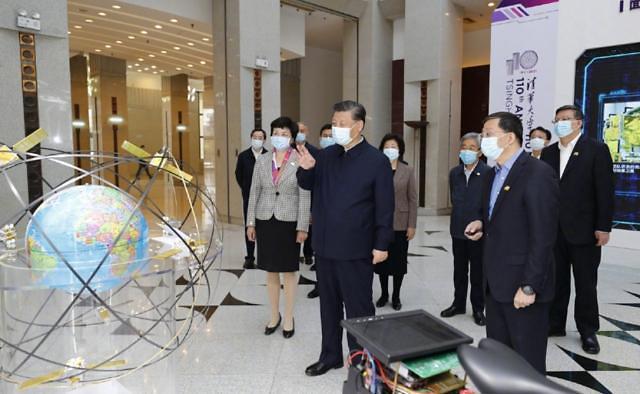 """中시진핑, 모교 칭화대 방문 """"세계 최고 대학 건설"""" 강조"""