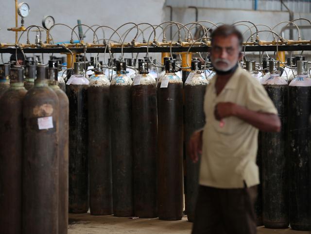 인도 병원, 의료용 산소 공급 끊겨 코로나19 환자 22명 사망