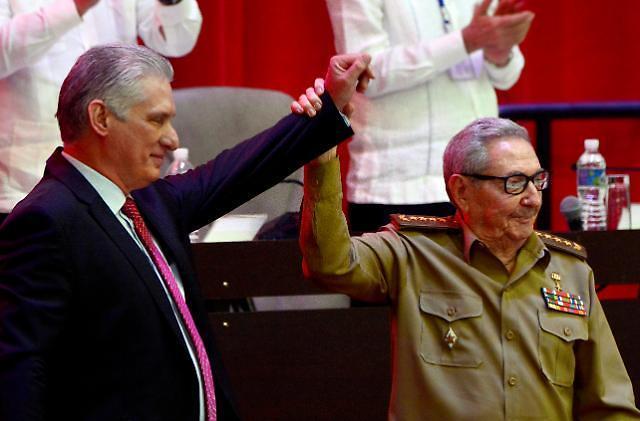 김정은, 쿠바 새 총서기에 또 축전…생일 꽃바구니도