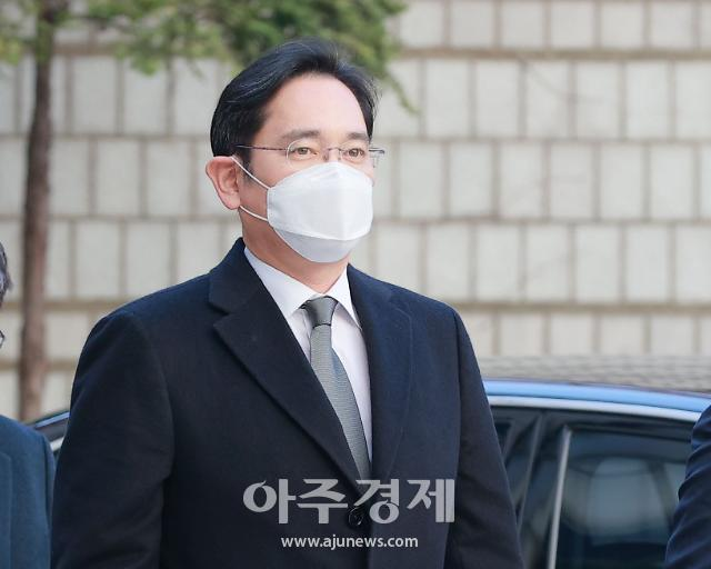 핼쑥해진 이재용 혐의 인정 못해…다음 재판 5월6일