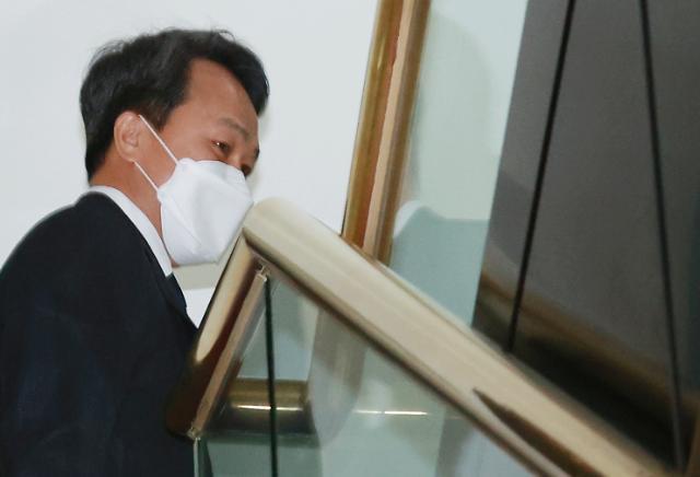 [종합] 진옥동 신한은행장, 중징계 피했다…금감원 제재심서 주의적 경고로 감경