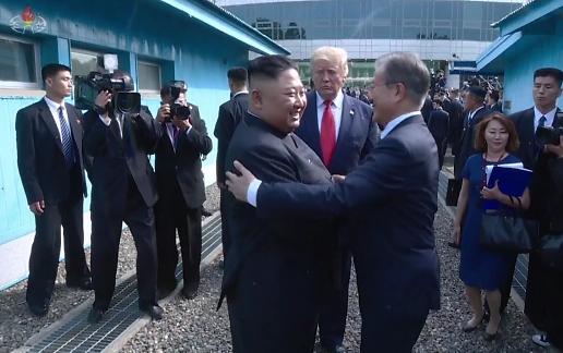 """트럼프 """"문재인 약하고, 김정은의 존중 못 받아"""" 비난...복수 명단에 한국 추가하나"""