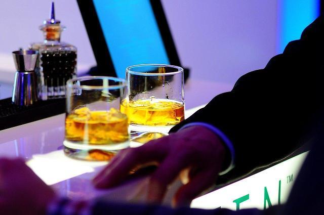 검사 술접대 재판 시작…술값 계산법 두고 공방