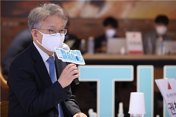 """권칠승 장관 """"혁신벤처가 새로운 경제 활력"""""""