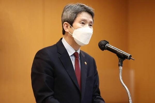 """이인영 """"인도적 협력 멈출 수 없어"""" 대북식량지원 계획"""