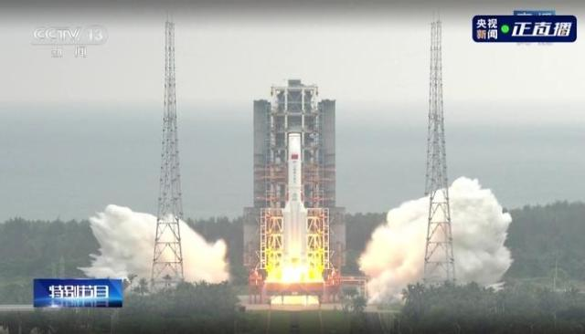 """중국, 독자 우주정거장 핵심 모듈 '톈허' 발사 성공... 習 """"축하한다"""""""