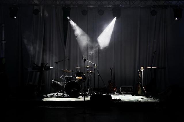 [코로나가 바꾼 대한민국] ⑨ 불 꺼진 공연장, 올해는 떼창할 수 있을까