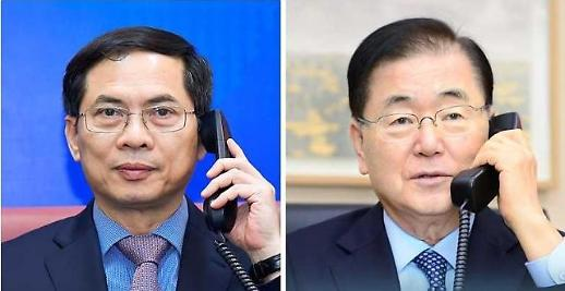 Bộ trưởng ngoại giao Việt Nam - Hàn Quốc điện đàm thảo luận về tăng cường hợp tác