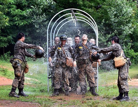 인권침해 뭇매에...육군 훈련소 장병 오늘부터 매일 샤워한다