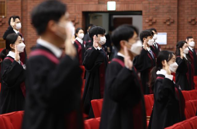법무부, 로스쿨 출신 신임검사 73명 임용…역대 최대