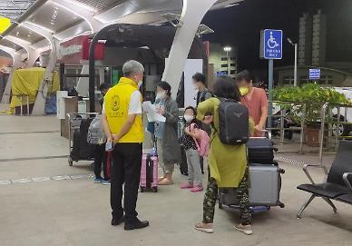 인도 교민, 부정기항공편 타고 속속 탈출...오늘 172명 귀국