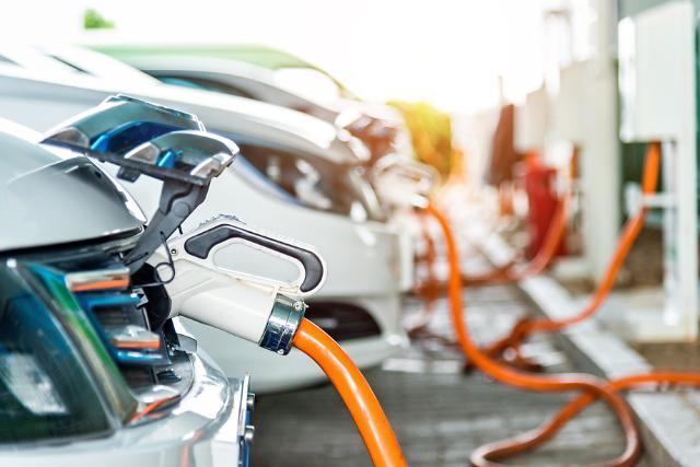 宁德时代比亚迪增势迅猛 韩电动车电池厂全球份额再缩水