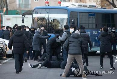 정인이 사건 시위에서 여경 폭행한 중국인 30대, 검찰 송치