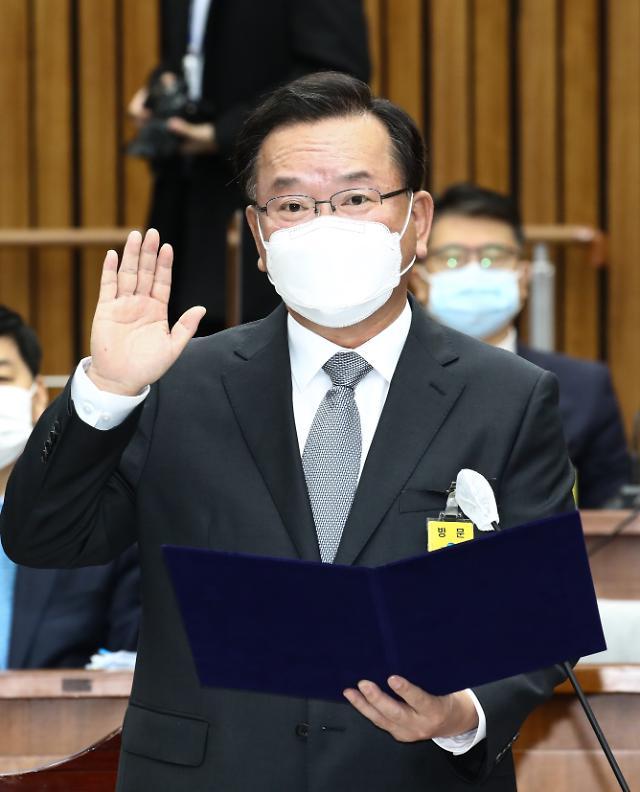 [포토] 선서하는 김부겸 국무총리 후보자