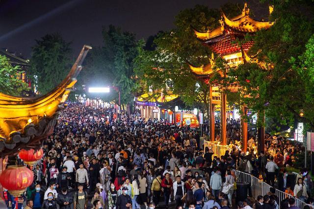 [포토] 노동절 황금연휴 여행객 코로나 이전으로 회복한 중국