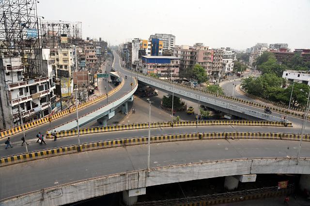 [포토] 코로나19 봉쇄 조처로 텅 빈 인도 도시 거리