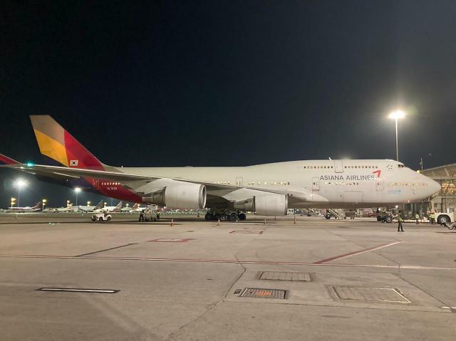 [포토] 인도 벵갈루루 공항서 대기 중인 교민 수송용 특별기