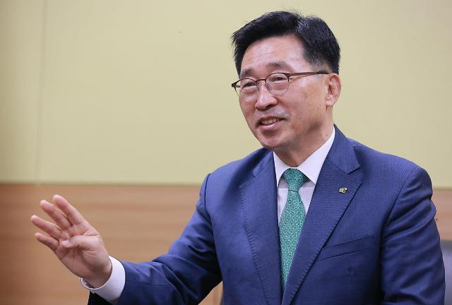 """[아주초대석] 김춘진 aT 사장 """"우리나라가 동북아 식품공급의 허브 돼야"""""""