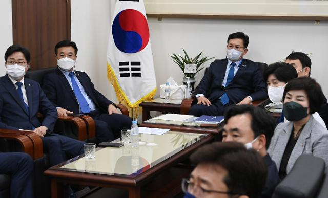 민주당, 부동산특위 위원장에 김진표, 백신치료특위에 전혜숙 임명