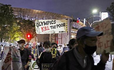 일본 도쿄 긴급사태 연장 무용지물…신규 확진자 900명대