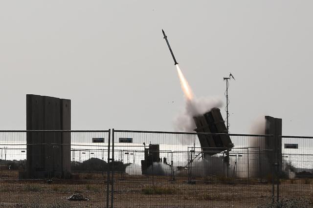[포토] 로켓포 요격 위해 발사되는 이스라엘 아이언 돔