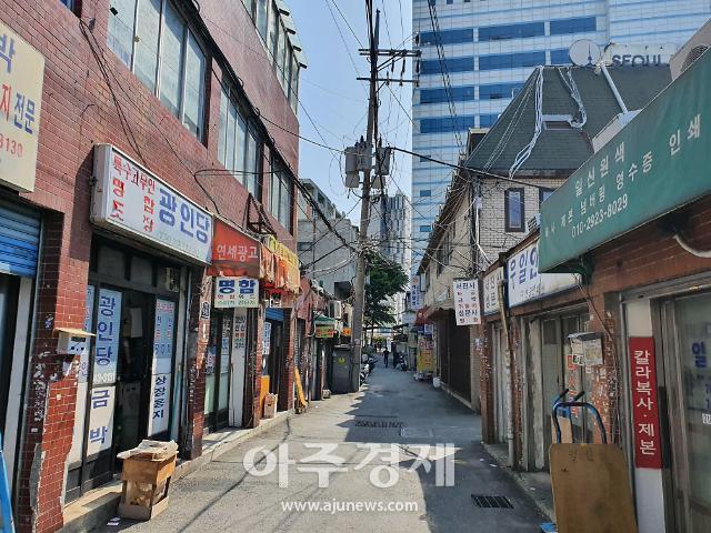 """[기로선 창신·숭인][르포]재개발 속도내는 남쪽 상업지구, 북쪽 도시재생 지역은 """"우리도 재개발 원해"""""""