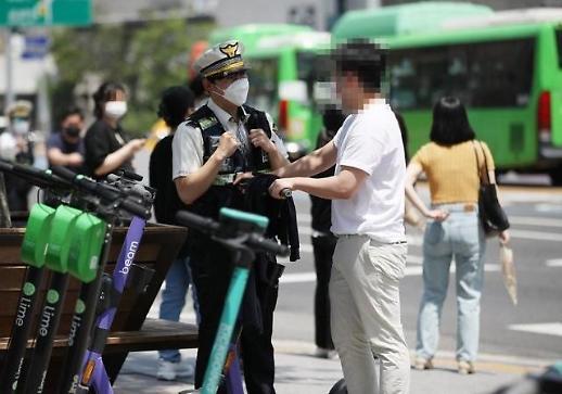 Ngày đầu tiên Hàn Quốc ra quân xử lý các trường hợp đi scooter điện sai luật