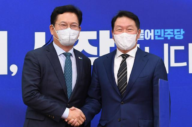 """송영길, 최태원 만나 """"새로운 기업가 정신 필요...국가 미래 위해 함께 풀어가자"""""""