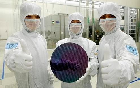 삼성 '메모리, 확실한 초격차 전략'...SK, '용인 공장'에 총력