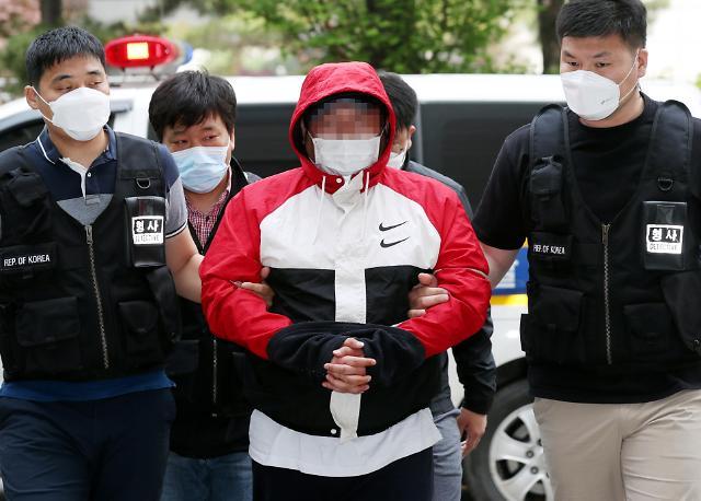 [포토] 손님 살해 후 훼손한 시신 유기한 노래주점 업주 영장심사