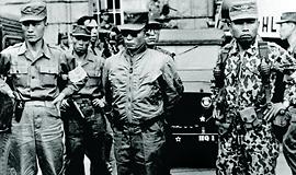 60년 전 오늘, 세상에서 가장 평화로운 쿠데타가 일어났다 [카드뉴스]