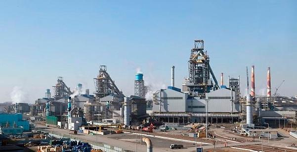 """치솟는 철광석 가격에 산업계 전반 타격...""""버티기 힘들다"""" 국민청원까지"""