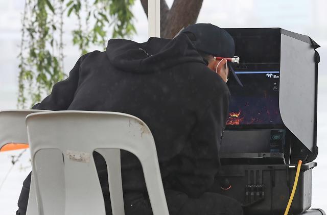 [슬라이드 포토] 손정민씨 친구 휴대폰 수색…주말에도 계속