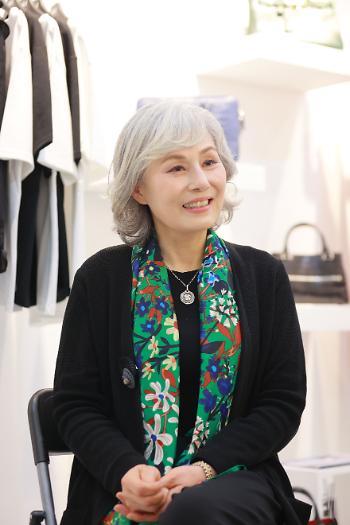 """박정윤, 백발모델로 인생 2막… """"파리 런웨이 꿈꾼다"""""""